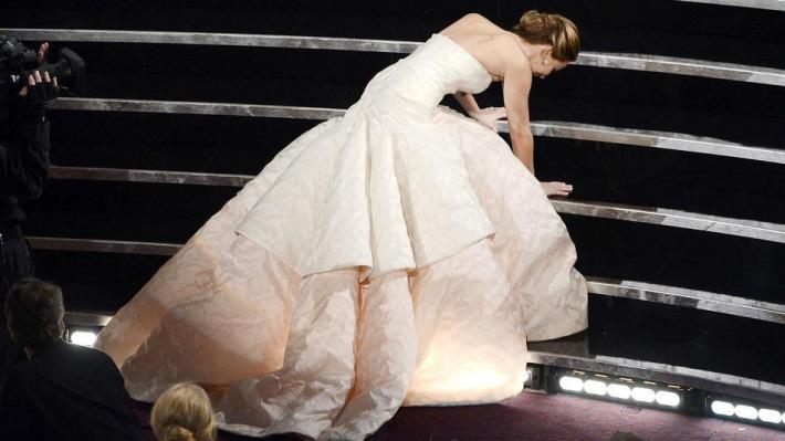 jennifer lawrence falls accepting oscar award