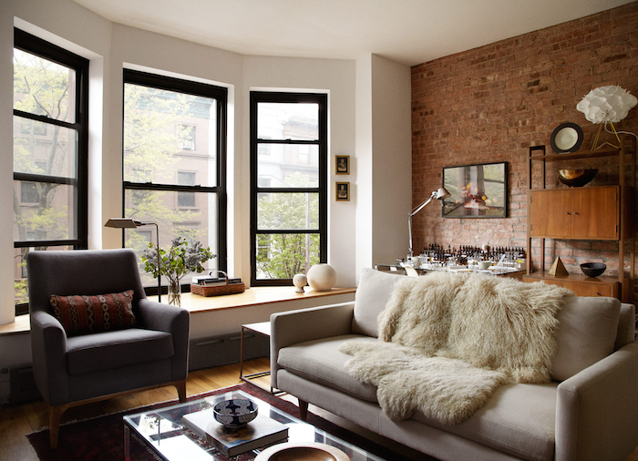 Home tour a 1900s brownstone in harlem sweet studio for Brownstone living room decorating ideas